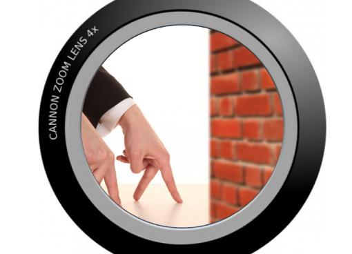 壁の向こうを撮影するカメラ