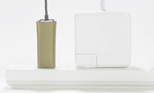 電源アダプターを約1/4に小型化