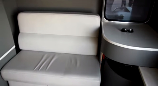 WAVEの車内後部